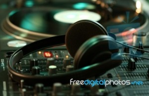 headphones-mixer-decks-100453